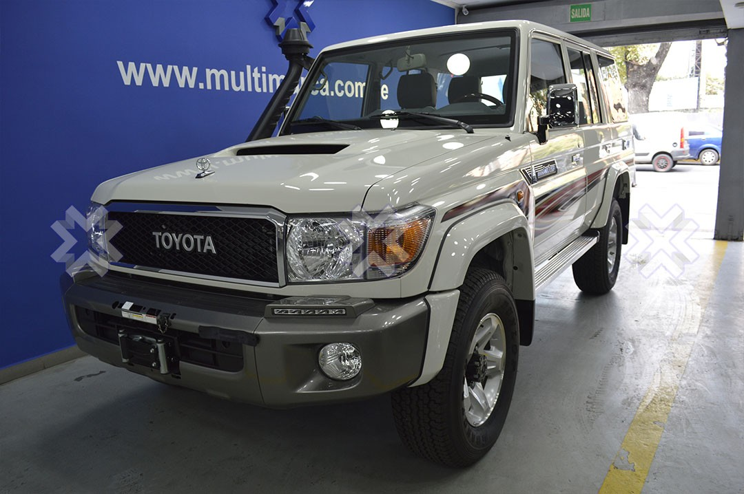 TOYOTA – LAND CRUISER